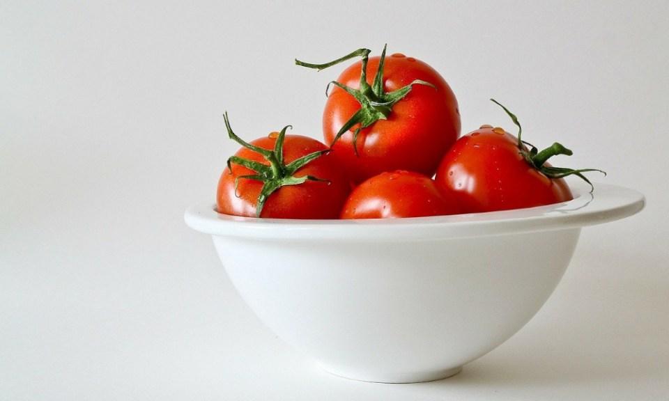 colágeno natural para el rostro: tomates