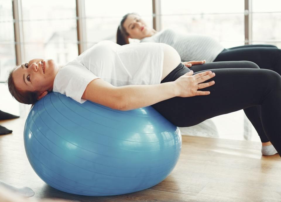 Puedes aliviar las piernas hinchadas en el embarazo haciendo ejercicio