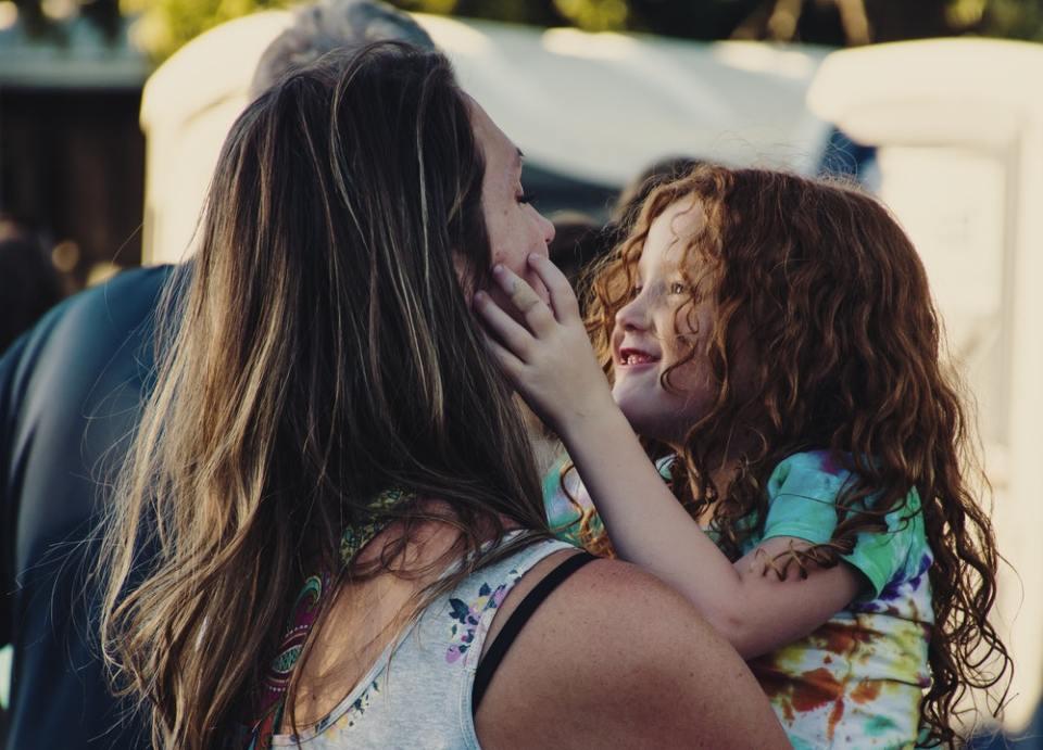 Una de las ventajas de ser madre soltera es la creación de un vínculo muy fuerte con los hijos