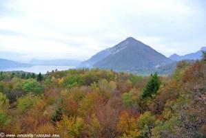 couleurs d'automne au lac d'Annecy