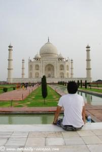 Paul devant le Taj