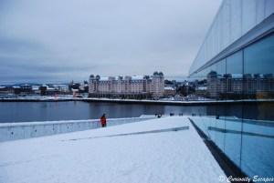 Opéra d'Oslo recouvert de neige