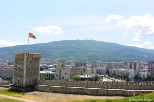 La forteresse, la ville de Skopje et la croix du Millenium du Mt Vodno