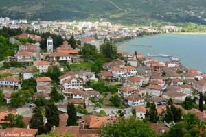 Ville d'Ohrid en Macédoine, en bord de lac