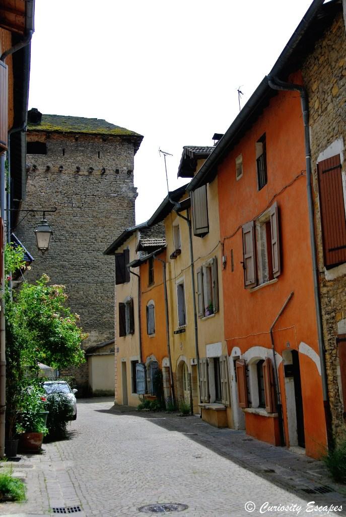 Maisons colorées de la cité de Crémieu