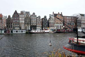 Les canaux et les maisons étroites d'Amsterdam