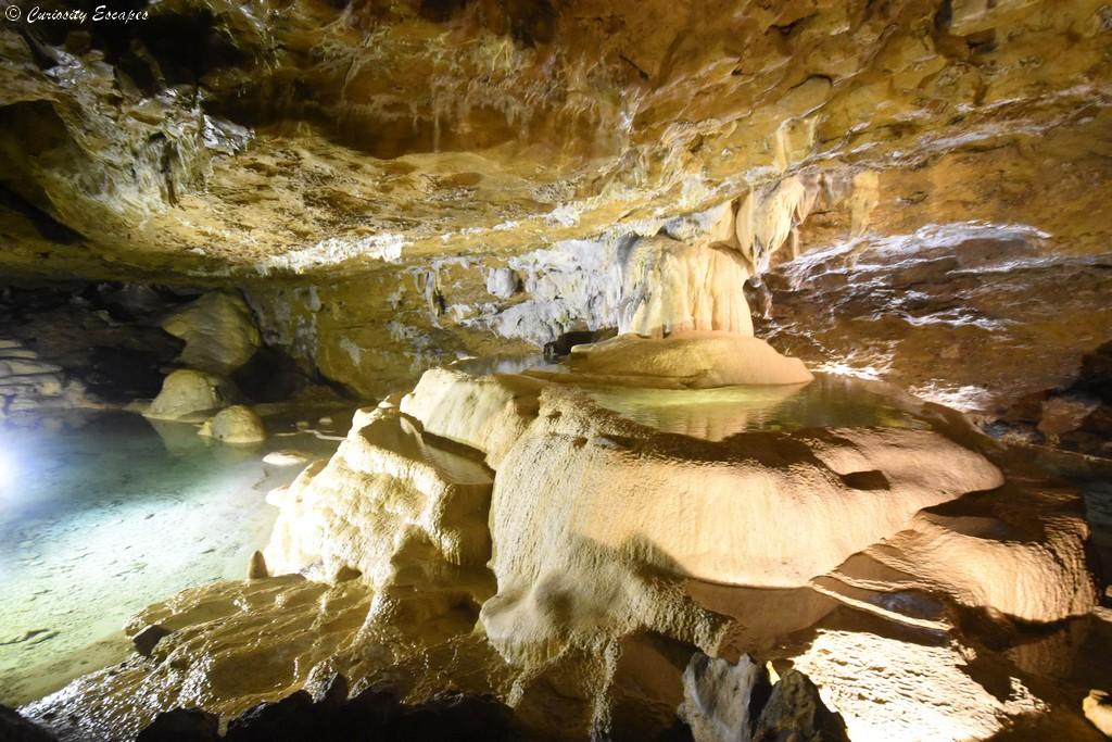 Fontaine dans les grottes de La Balme