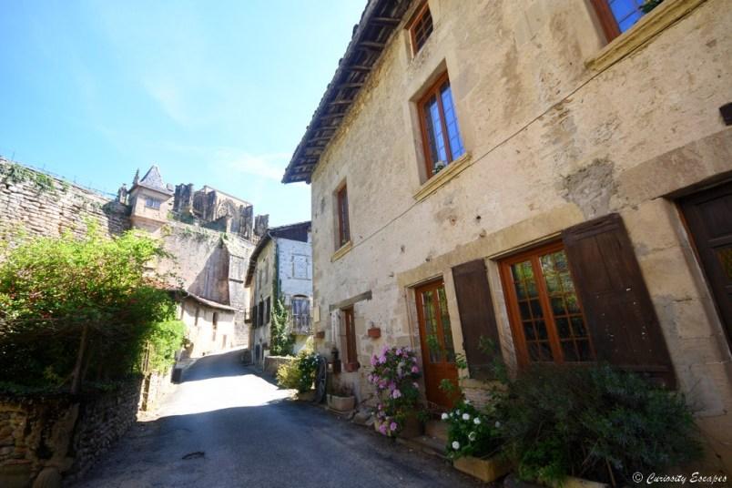 Entrée du village de Saint Antoine l'Abbaye