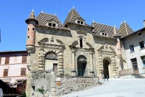 Les toits dauphinois à Saint Antoine l'Abbaye