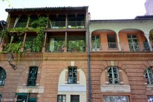 Balcon fleuri à Toulouse