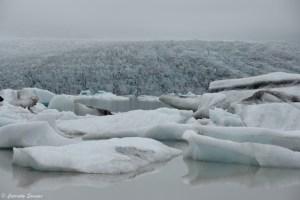 Chute du glacier à Fjallsarlon