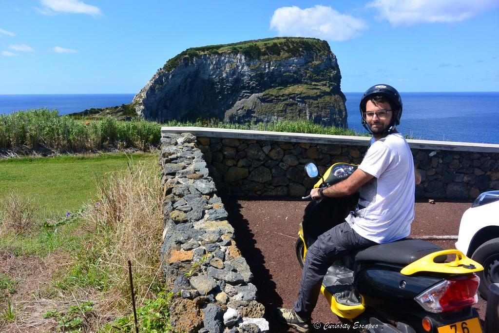 Visiter l'île de Faial en scooter