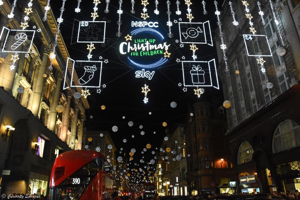Shopping sur Oxford Street pendant les illuminations de noël, Londres