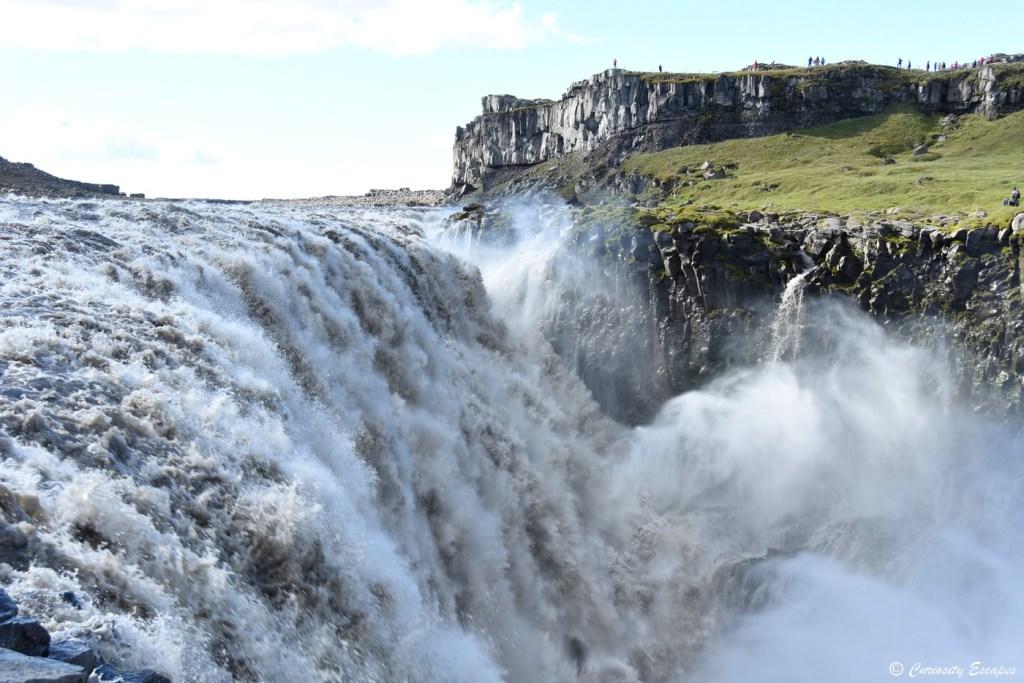 Débit puissant de la cascade Dettifoss, Islande