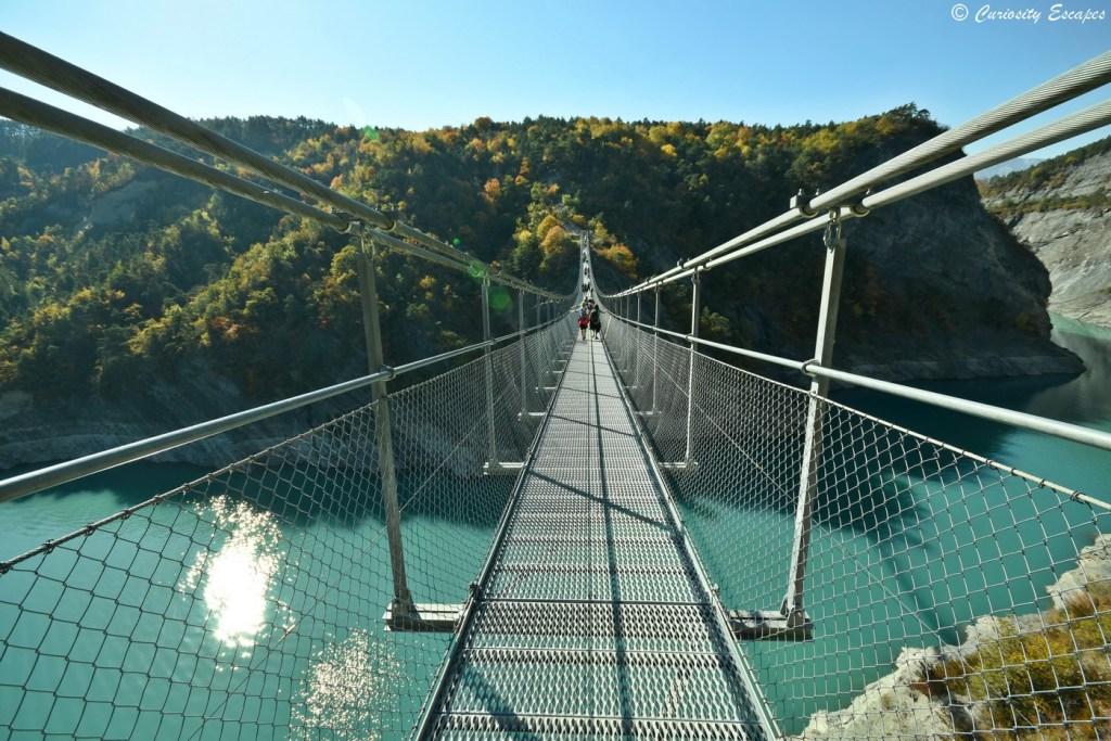 Passerelle du lac de Monteynard à l'automne