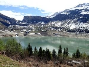 Lac de Roselend au printemps