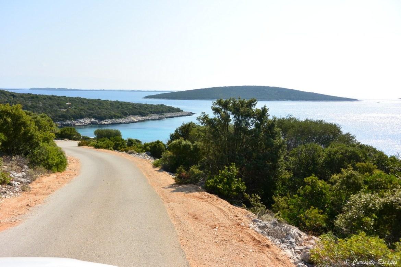 Route sur l'île de Lošinj en Croatie