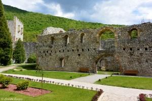 Ruines dans le monastère Manasija en Serbie