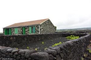 Maisons typiques des Açores en pierres volcaniques