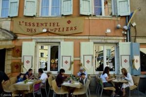 Restaurant médiéval à Crémieu lors des fêtes médiévales