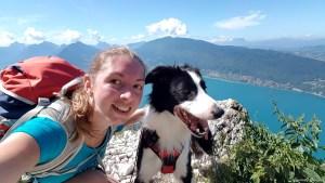 Randonner avec son chien au lac d'Annecy