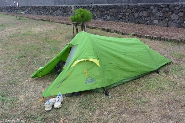 Tente de camping minimaliste aux Açores