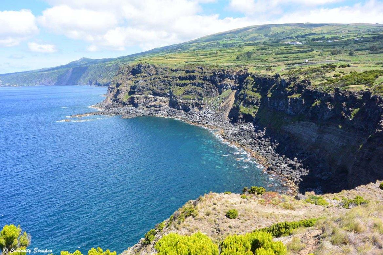 Vue depuis Castelo Branco sur l'île de Faial