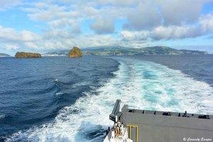 Ferry quittant l'île de Faial aux Açores