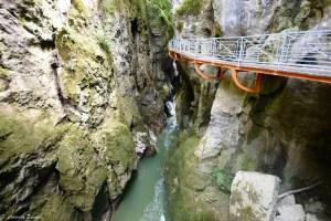 Passerelle suspendue des gorges du Fier près du lac d'Annecy