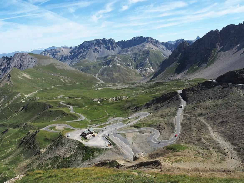 Col du Galibier en Savoie et ses routes en épingles