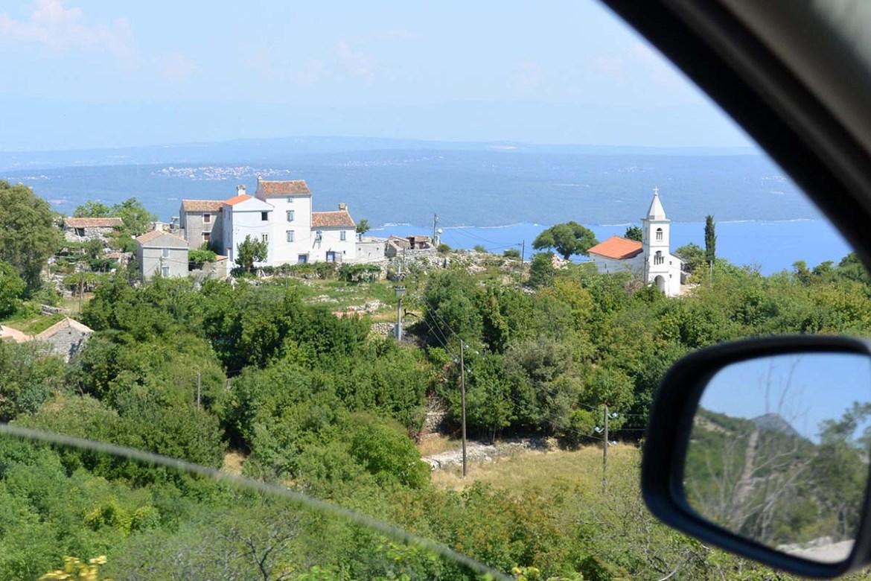 L'île de Cres vue depuis le rétroviseur