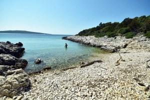 Crique sauvage de Pecina, île de Losinj en Croatie