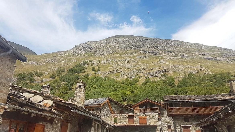 Les toits de lauze de Bonneval sur Arc en Savoie