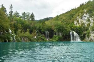 Cascades se jettant dans les lacs de Plitvice