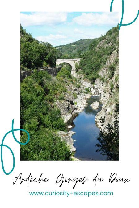 Les Gorges du Doux en Ardèche à bord d'un train et d'un vélorail