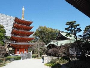 Temple de Fukuoka et sa pagode orange, Japon