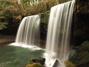 Rideau d'eau de la cascade de Nabegataki, Japon