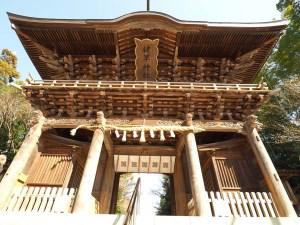 Porte du sanctuaire Kengun à Kumamoto, Japon