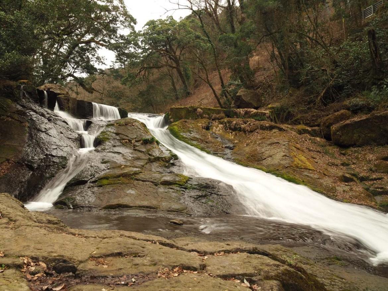 La cascade Yonjusanman dans les gorges de Kikuchi, Japon