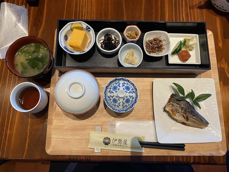Petit-déjeuner gastronomique dans un ryokan au Japon