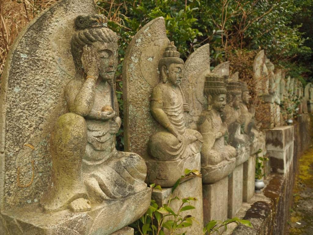Statues bouddhistes à Unzen Onsen