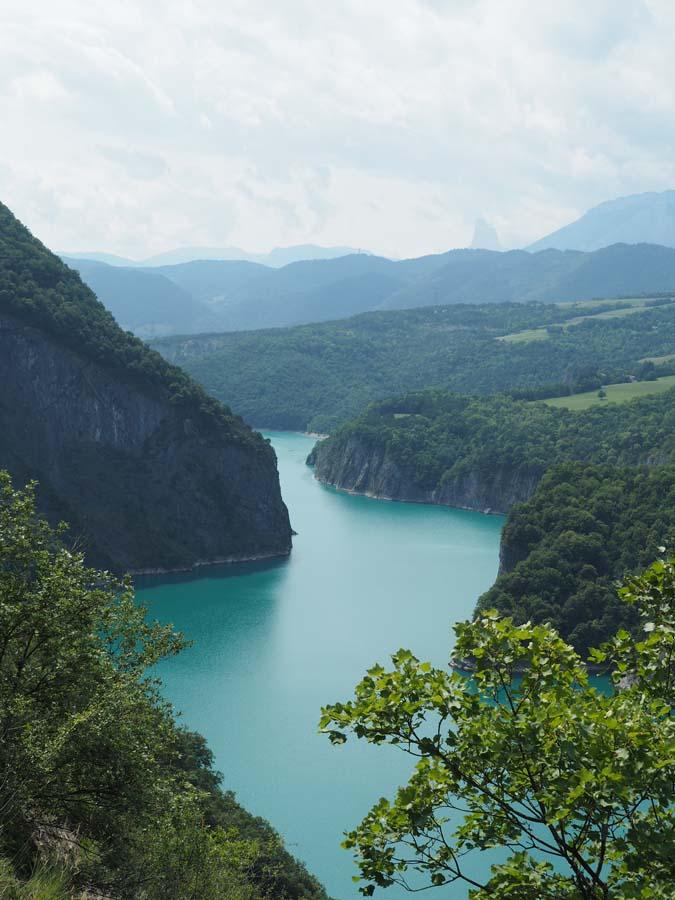 Le lac de Monteynard et le Mont Aiguille
