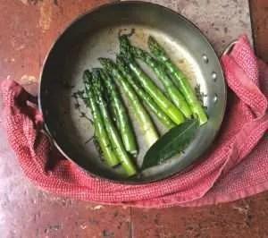 Asparagi brasati con riduzione di salsa balsamica