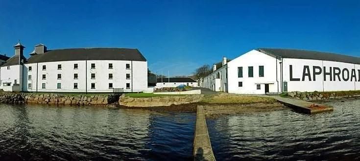 Laphroaig 10yo distilleria scozzese con maltaggio artigianale
