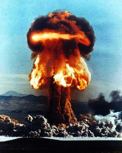 2351620-nuclear_explosion[1]