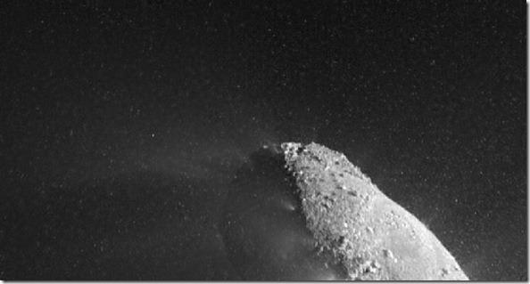 Nuvens de partículas de gelo em Hartley 2