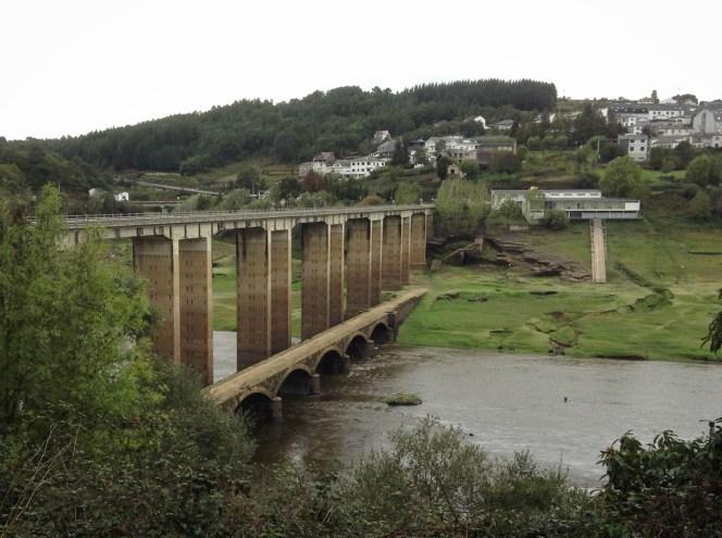 The bridge to Portomarín. Very windy place.
