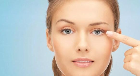Stretching The Skin - Eyeliner
