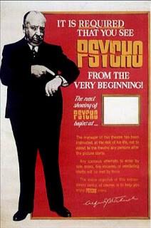 Cartel que prohibía entrar con la película comenzada