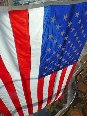 Por qué se queman tantas banderas de EEUU